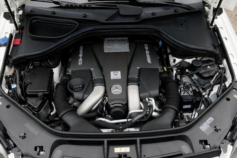Mercedes GL63 AMG 4 web