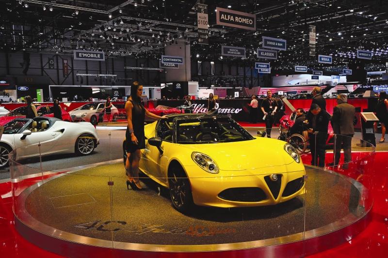 Alfa Romeo 4C Spider web