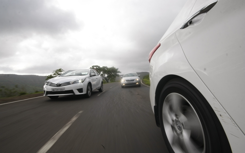 Toyota Corolla Altis vs Elantra vs Octavia 3 web