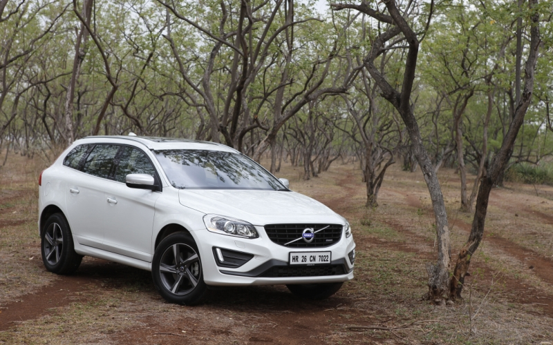 aim to xceed volvo xc60 d4 r design road test car india. Black Bedroom Furniture Sets. Home Design Ideas
