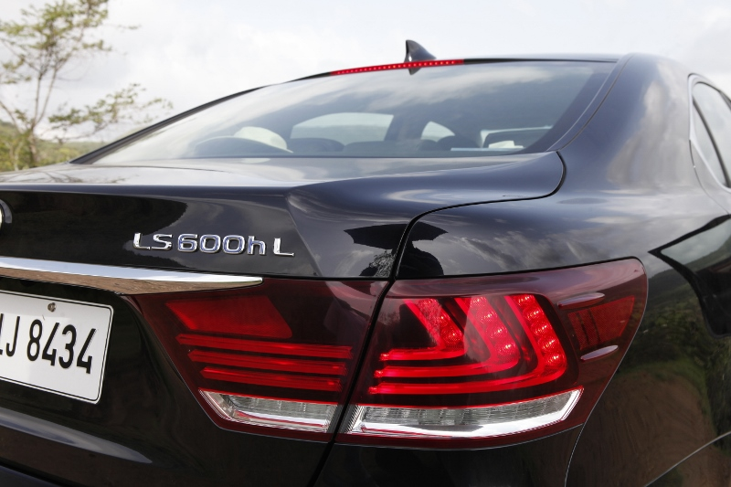 Dial L for Luxury_Lexus LS 600h L AWD Exclusive First Drive (16)