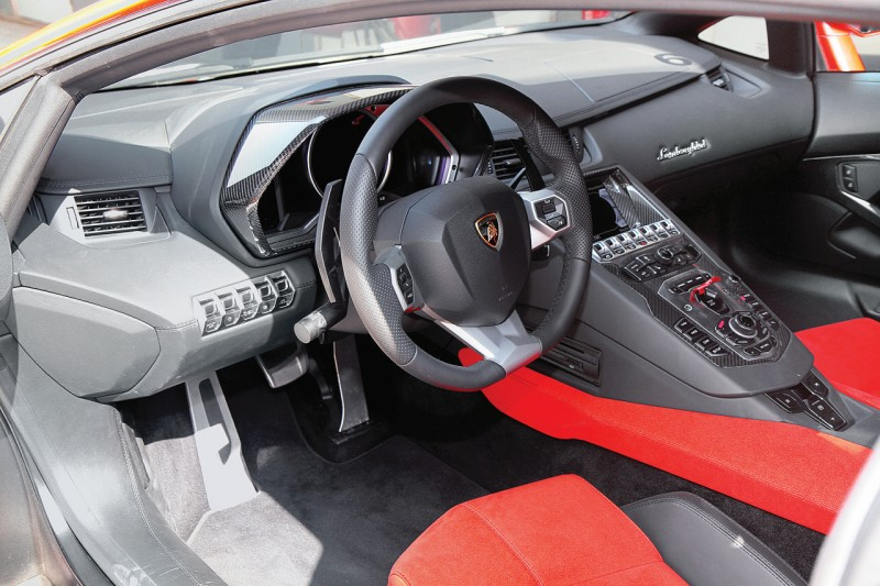 Lamborghini Aventador LP 700-4 2 web