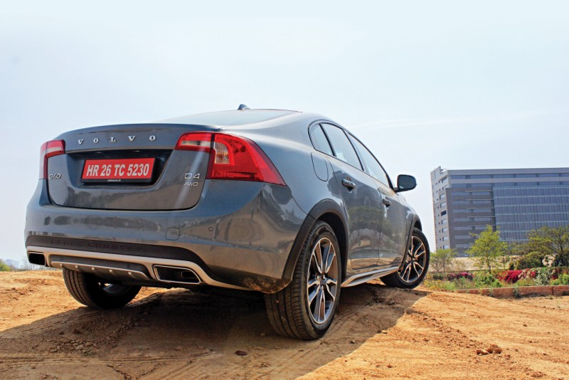 volvo s60 cross country first drive review raising the game car india. Black Bedroom Furniture Sets. Home Design Ideas