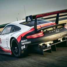 Mid-engined Porsche 911 RSR Ready to Attack the Track