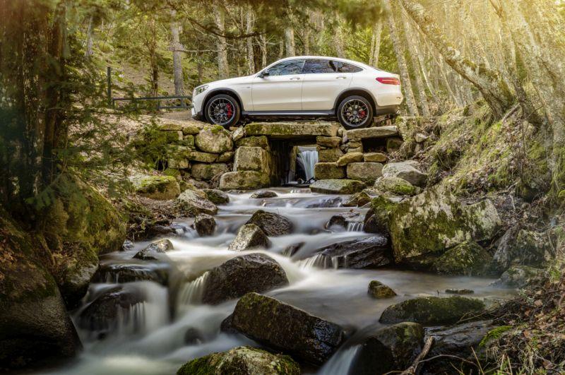 Mercedes-AMG GLC 63 S 4MATIC+ Coupé, designo diamantweiß bright  ;Kraftstoffverbrauch kombiniert: 10,7  l/100 km; CO2-Emissionen kombiniert: 244  g/km Mercedes-AMG GLC 63 S 4MATIC+ Coupé, designo diamond white bright ; Fuel consumption combined: 10.7 l/100 km; combined CO2 emissions: 244 g/km