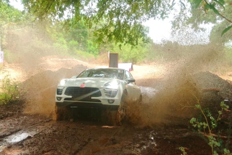 Porsche Cayenne diesel Platinum Edition Off-road web