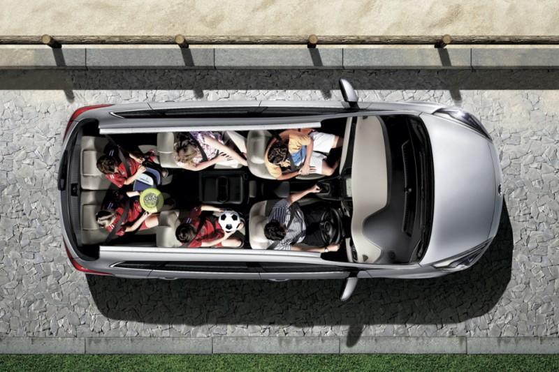 Kia Carens 7-seater web 3