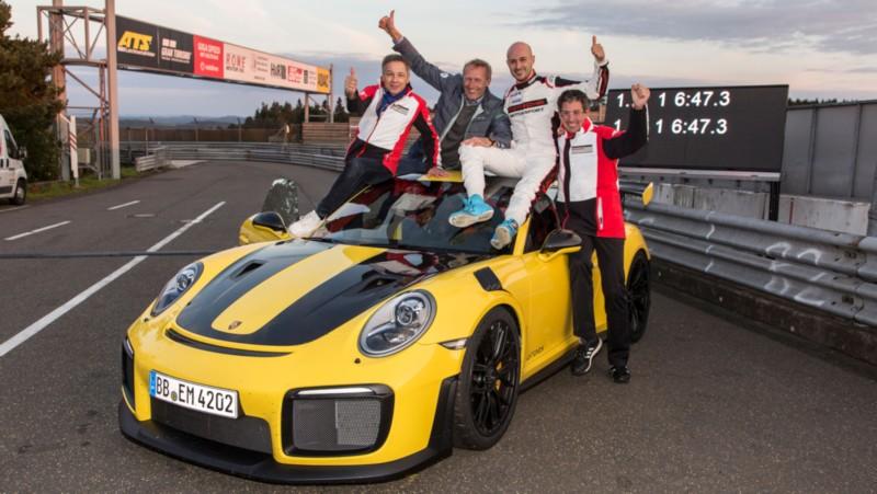Porsche 911 GT2 RS Nurburgring Lap Record 2 web