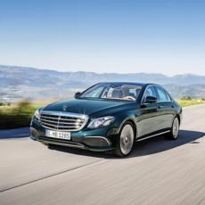 Mercedes-Benz E 350 e, EXCLUSIVE, kallaitgrün;Kraftstoffverbrauch kombiniert: 2,1 l/100 km, Elektrischer Energieverbrauch: 11,5 kWh/100 km, CO2-Emissionen kombiniert: 49 g/km*  Mercedes-Benz E 350 e, EXCLUSIVE, callait green;Fuel consumption, combined: 2.1 l/100 km, electric power consumption: 11.5 kWh/100 km, combined CO2 emissions: 49 g/km*