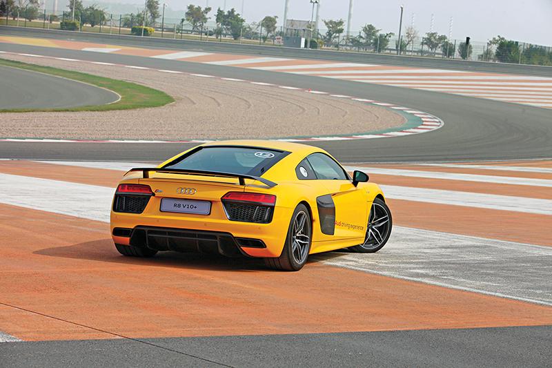 Audi R8 V10 Plus on the track_1_WEB
