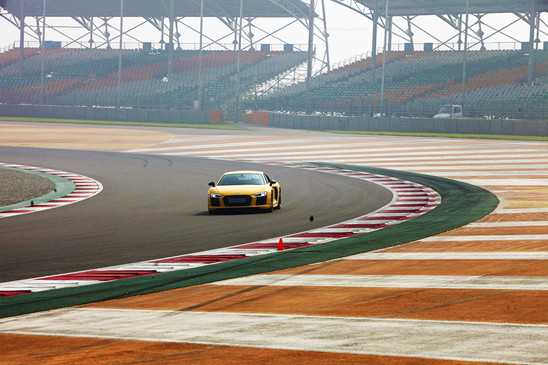 Audi R8 V10 Plus on the track_2_WEB