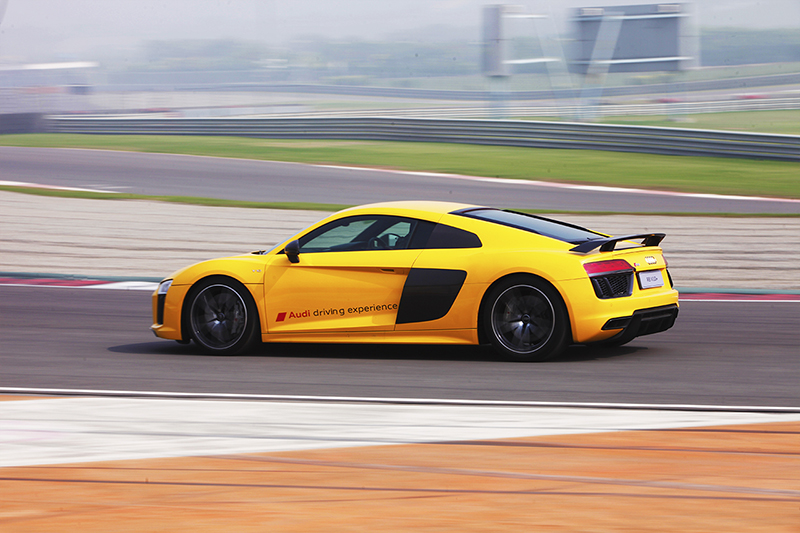Audi R8 V10 Plus on the track_3_WEB