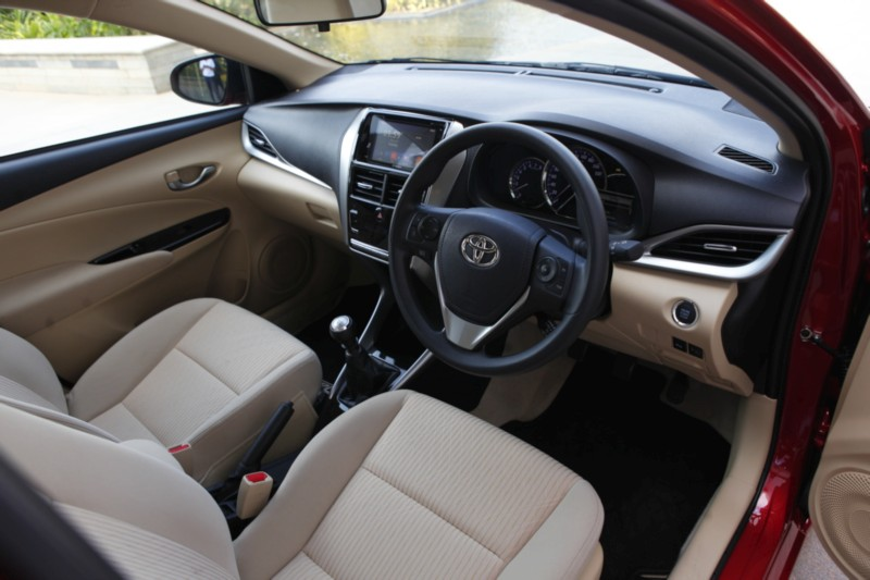 Toyota Yaris MT int web