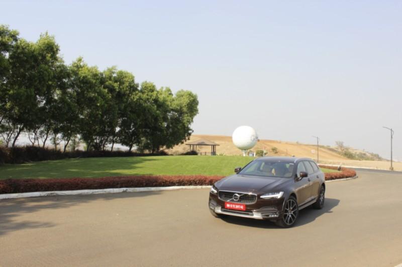 Volvo V90 Cross Country D5 AWD web 1
