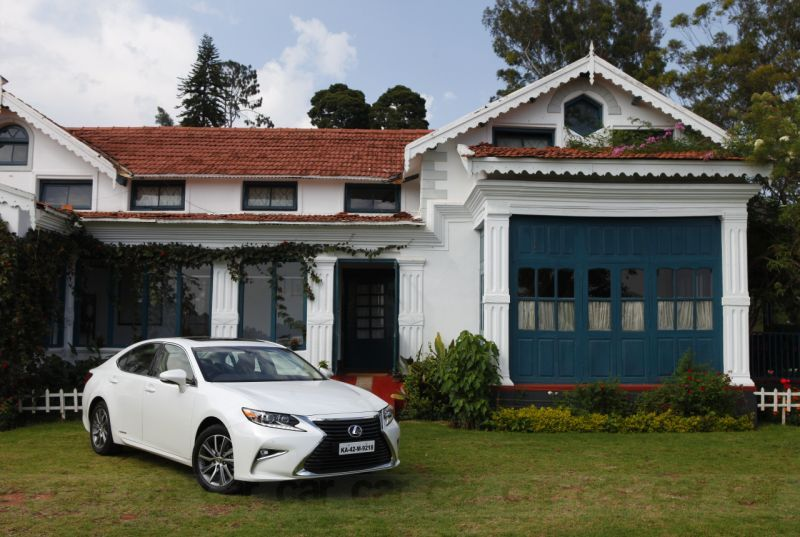 Lexus ES 300h hybrid sedan India test review