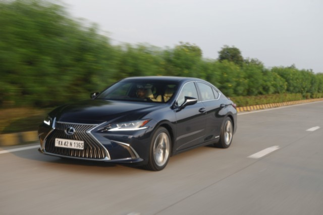 Lexus ES 300h Drive Review
