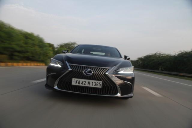 Lexus ES 300h Drive Review