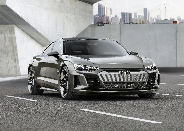 #LA2018 Audi e-tron GT Concept unveiled