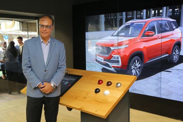 MG Digital-Showroom Has No Cars on Display