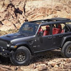 Jeep Wrangler Rubicon 392 Concept Sees HEMI V8 Bringing the Power